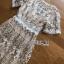 เดรสผ้าลูกไม้ปักลายดอกไม้สีขาว-ทอง thumbnail 8
