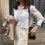 เสื้อเชิ้ตแขนยาว แต่งแถบลูกไม้ชีฟองสีขาว thumbnail 2