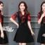 ชุดเดรสสีดำพื้น แต่งผ้าชีฟองสีแดงช่วงแขนและคอ thumbnail 3
